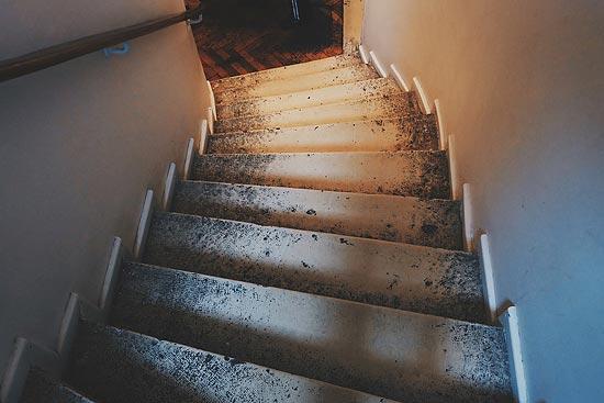 Treppenstufen vor Sanierung